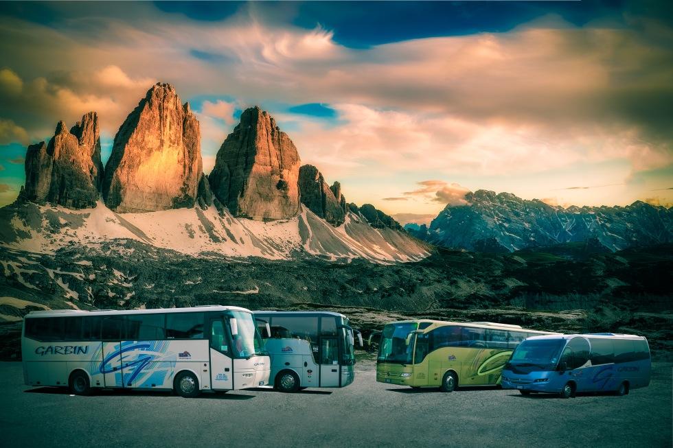 La flotta dei pullman Garbin Autoservizi tra le Dolomiti